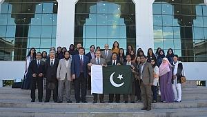 Pakistanlı Öğrencilerden, SÜ'ye ziyaret