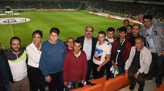 Altay, Özel Eğitim Öğrencileriyle maç izledi
