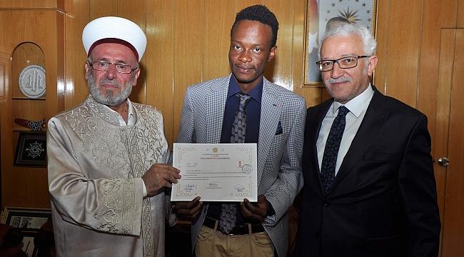 Eğitimi için geldi Müslüman oldu