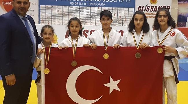 Minik Judoculardan 3 Altın 3 Bronz