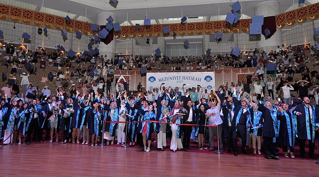 NEÜ 5 Bin mezun verdi