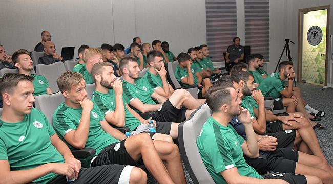 Futbolculara yeni kurallar anlatıldı