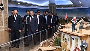 KKTC Başbakanı Tatar, Şehitler Abidesi'nde
