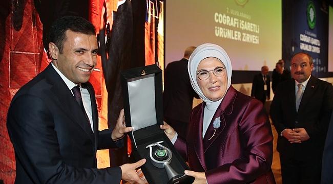 Emine Erdoğan'dan Konya'ya plaket