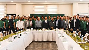 Konyaspor'dan Vali Toprak'a doğum günü sürprizi