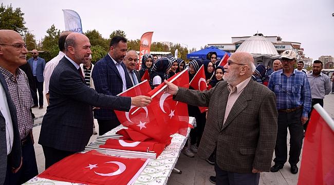 'Türk milleti tek yürek  ordusunun yanındadır'