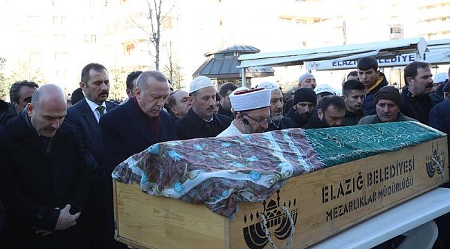 Erdoğan depremzedelerin cenaze namazına katıldı