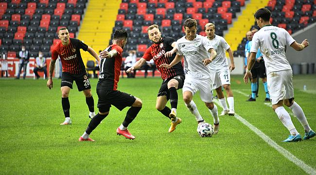 Konyaspor mağlubiyetle tanıştı