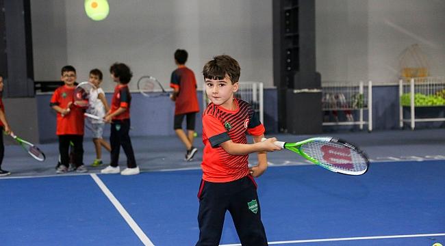 Geleneksel kort tenis kış turnuvası başlıyor