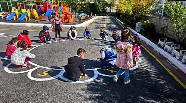 Çocuklar geleneksel oyunlarla stres attılar