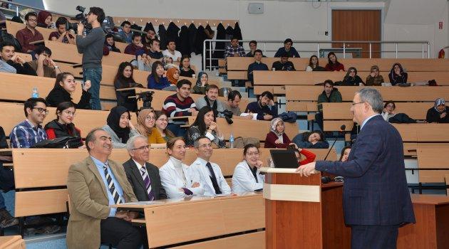 Şahin, Tıp öğrencileriyle tecrübelerini paylaştı