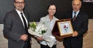 Ünlü Diş Profesörü Mutlu Özcan'dan konferans