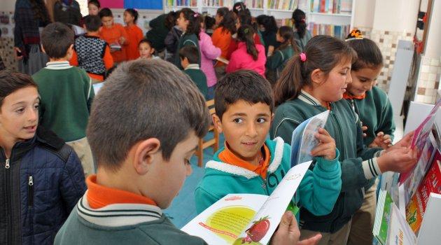 Üniversiteli Gençler Kütüphane Kurdu